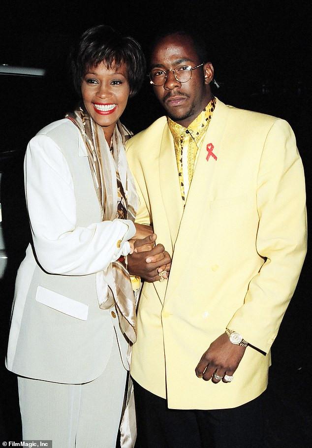 Cuộc hôn nhân đầy biến động của Houston và Brown thường xuyên trở thành tiêu đề và họ ly dị vào năm 2007. Họ được chụp ảnh cùng nhau tại Giải thưởng điện ảnh MTV năm 1993 tại Culver City, California