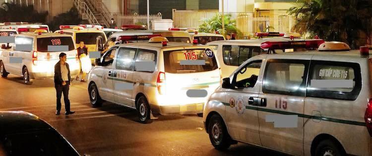 Xe vận chuyển thi hài nạn nhân tại sân bay Nội Bài sáng 27/11. Ảnh:Ngọc Thành