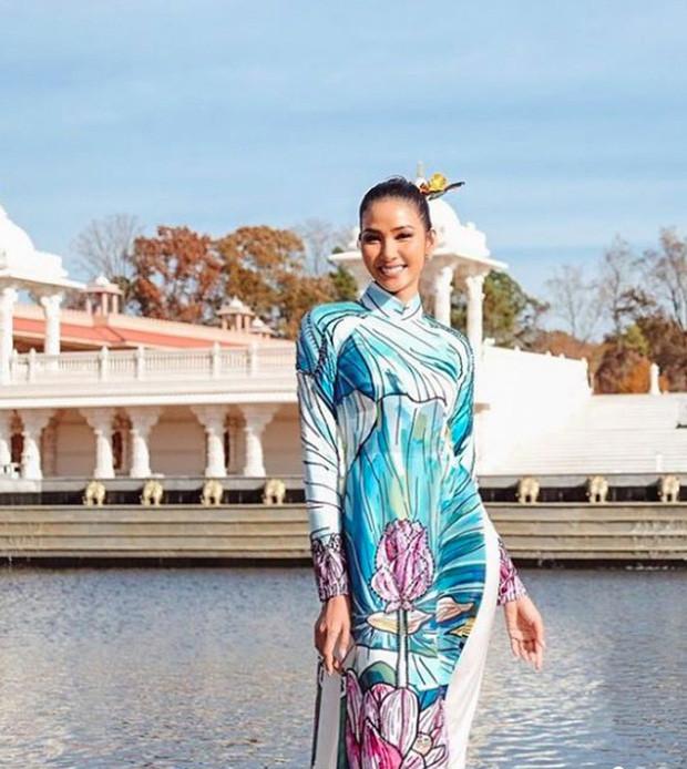Hoàng Thùy đeo sash Việt Nam, rạng rỡ đọ sắc cùng dàn đối thủ cực mạnh trong ngày đầu nhập cuộc Miss Universe - Ảnh 3.