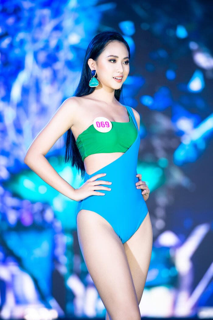 hoa-hau-vie-nam-bikini-1(1).jpg