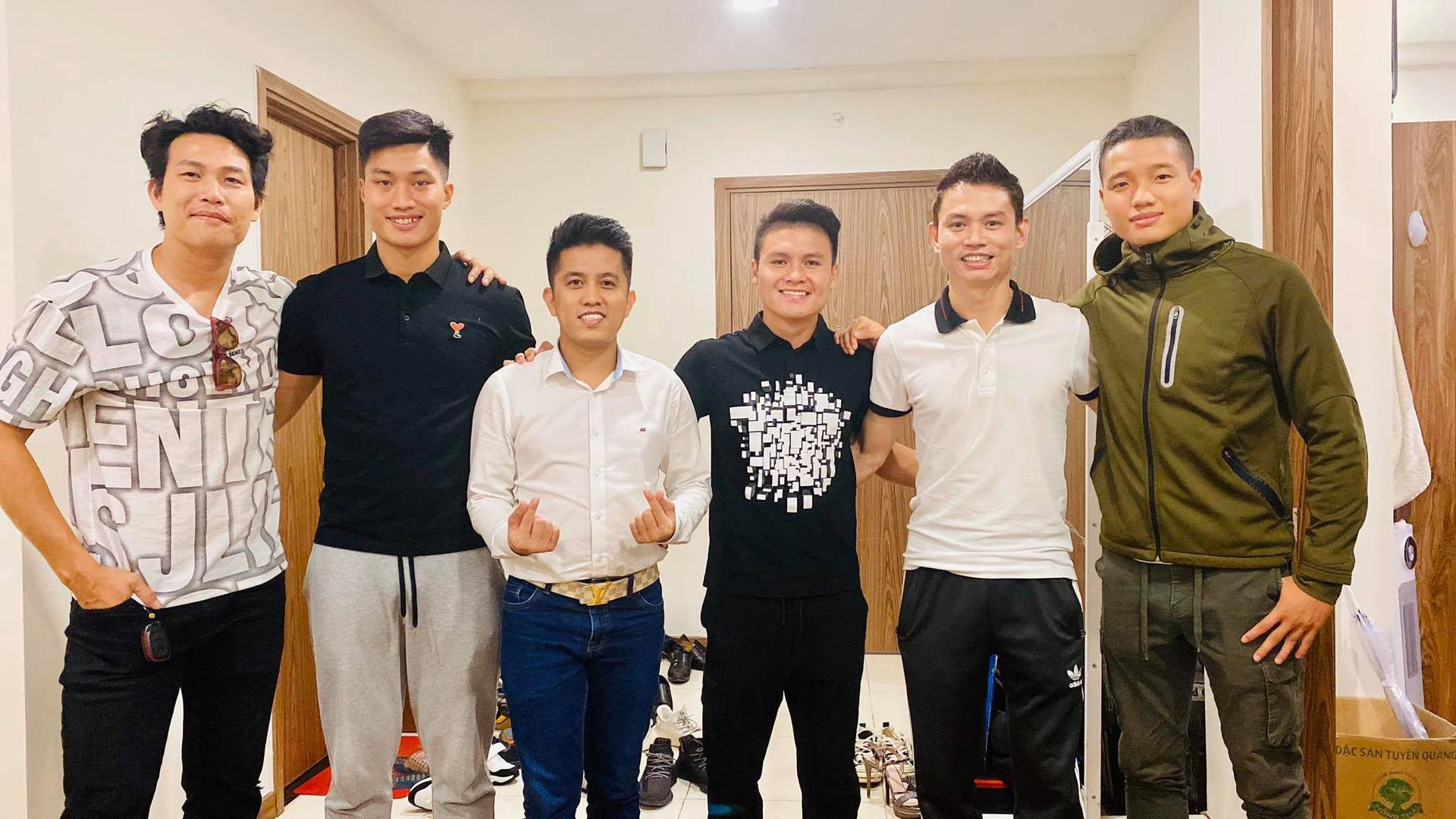 Các cầu thủ Việt Nam góp giọng trong MV hướng về miền Trung