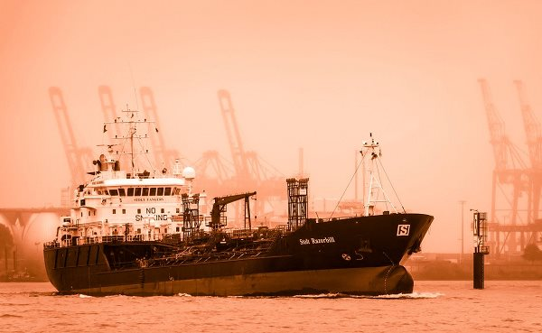 tanker-3852124_1280-1.png
