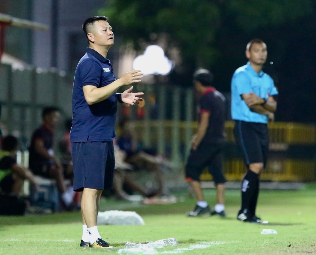 Phạm Văn Quyến, cậu bé vàng của bóng đá Việt Nam, dẫn dắt U.19 SLNA /// NVCC