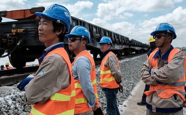 chinese-railway-workers.jpg