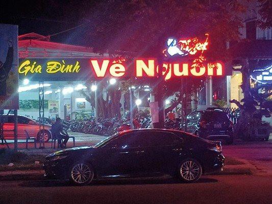 a7-mot-quan-an-tren-duong-vo-van-kiet-van-con-nhan-khach.jpg