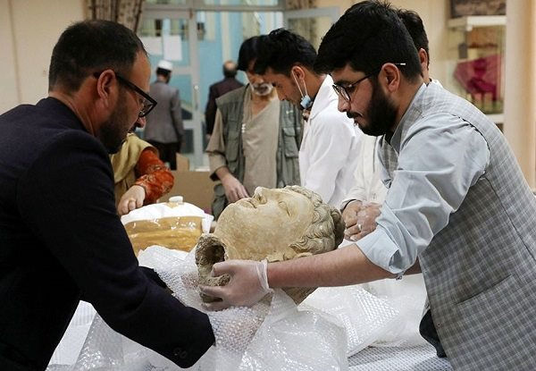 di337_ne_afghanistan_returned_looted_objects_paid_01.jpg