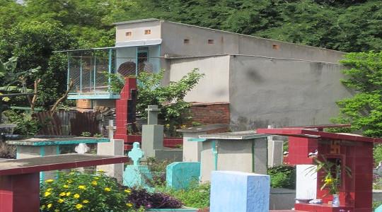 Nghĩa trang Bình Hưng Hòa: Người sống buồn thảm, người chết bị... treo