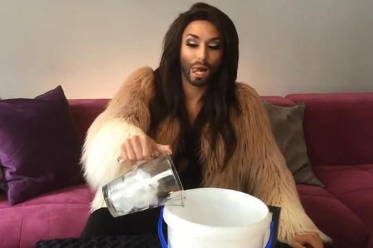 'Người đẹp có râu' quyết định ăn kem thay vì dội nước đá