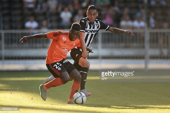 Tuyển thủ Lào khuấy động Ligue 1, trở thành đối thủ của Di Maria