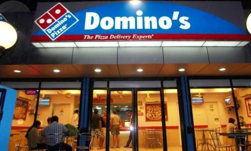 """Sau Lotteria, đến Domino's Pizza bị phạt vì bán thực phẩm quá """"đát"""""""