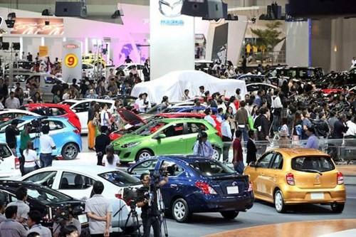 Người Việt chơi sang mua 26.000 chiếc ô tô trong tháng 5