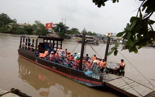 Vụ UBND xã kiện người đưa đò ở Tiền Giang: Sẽ đình chỉ vụ án!