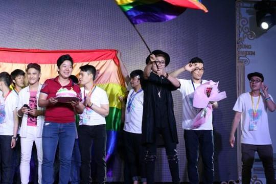 Hamlet Trương và Vicky Nhung tham dự ngày hội tự hào đồng tính tại Đồng Nai