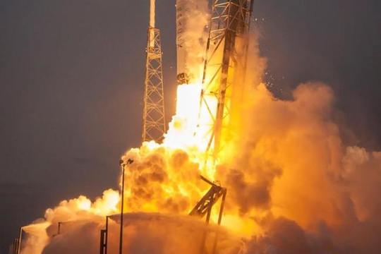 Tìm ra nguyên nhân vụ nổ tên lửa Falcon 9