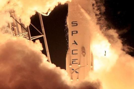 Space X nghi ngờ đối thủ cạnh tranh trong vụ nổ tên lửa Falcon 9