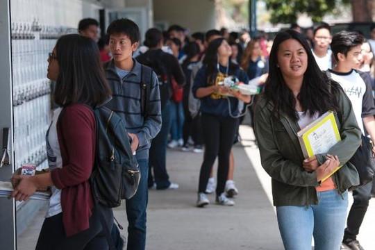 Cám cảnh người Việt và người châu Á ở Mỹ!