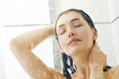 Tắm nước lạnh vào buổi sáng tốt cho phái đẹp thế nào?
