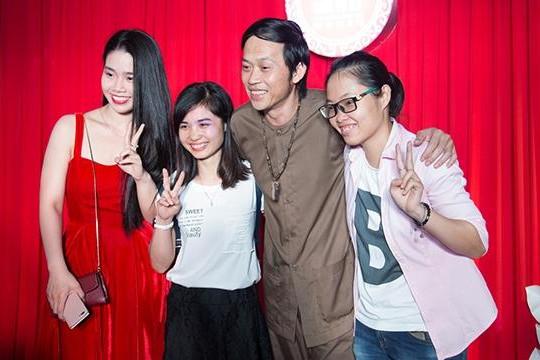 Hoài Linh mặc áo bà ba ra mắt phim Ba vợ cưới vợ ba