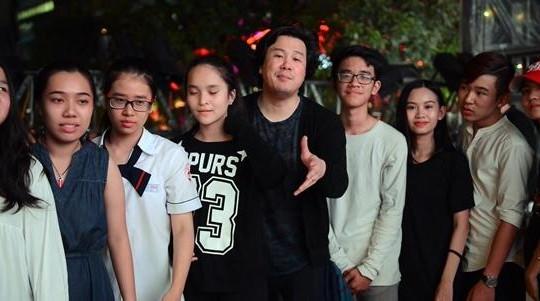 Thanh Bùi cùng Evan Le, Trọng Nhân, Thụy Bình… say mê luyện tập trên đi bộ Nguyễn Huệ