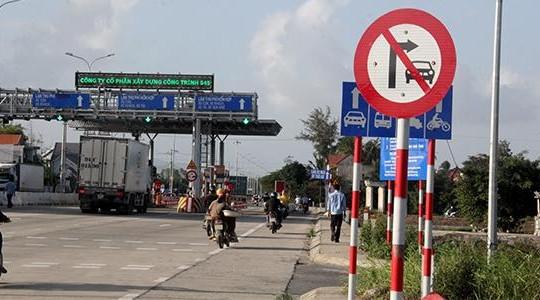 Dựng 'lô cốt' trên đường làng không cho  xe né trạm thu phí