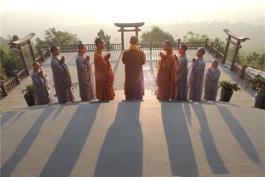 Ngôi chùa cheo leo trên núi bỗng nổi danh sau MV Lạc Trôi