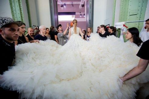 Haute Couture, giấc mộng vĩnh hằng của phái đẹp