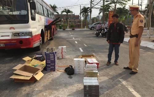 Bắt xe khách vận chuyển 1.308 gói thuốc lá nhập lậu