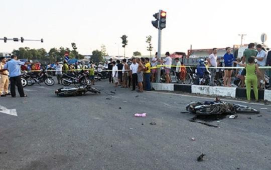 2 nữ nạn nhân trong vụ xe khách tông 6 xe dừng đèn đỏ chấn thương khá nặng