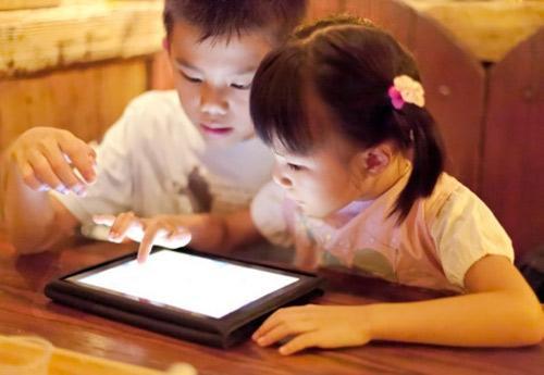 Bất lợi khi cho trẻ sử dụng thiết bị điện tử sớm