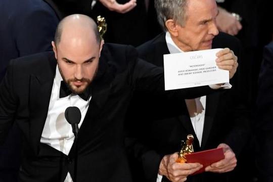 Phim đồng tính lên ngôi tại Oscar, giựt giải trên tay 'La La Land'