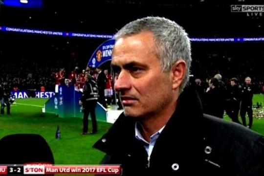 Vì sao Mourinho không vui khi Man United giành Cúp Liên đoàn?