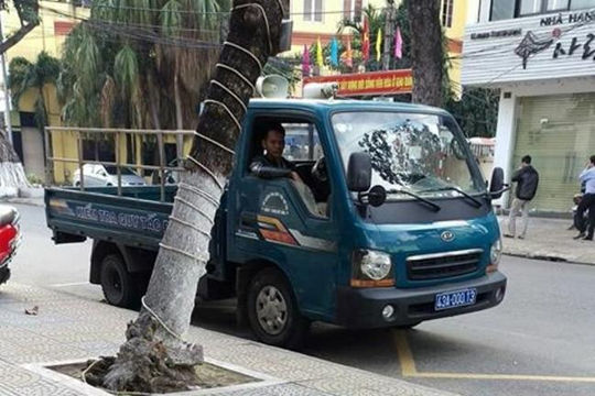 CSGT Đà Nẵng phạt tiếp 1 xe biển xanh nhờ hình ảnh dân cung cấp qua Facebook