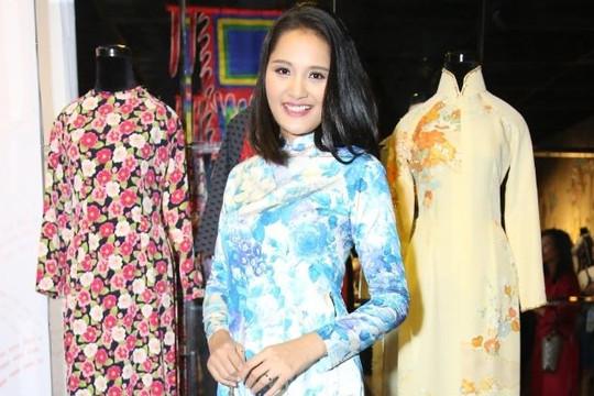Hoa hậu Hương Giang đẹp nền nã với áo dài Việt trên chất liệu vải Nhật