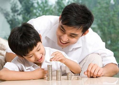 Cha mẹ nên dạy trẻ như thế nào về tiền?