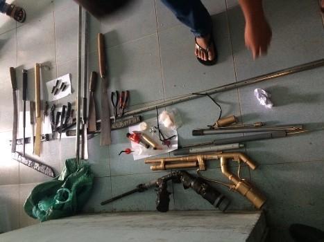 Bắt nhóm đối tượng sử dụng ma túy, tàng trữ cả kho 'hàng nóng'