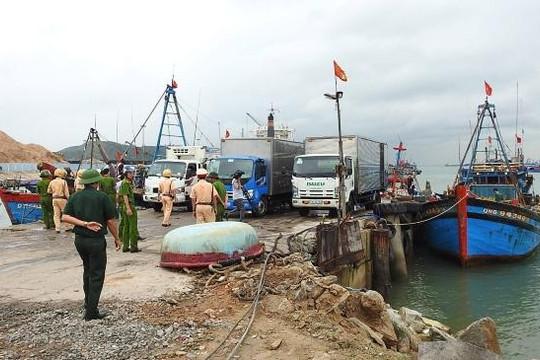 Quảng Bình: Cưỡng chế cảng cá lậu trong khu vực phòng thủ tuyến biển