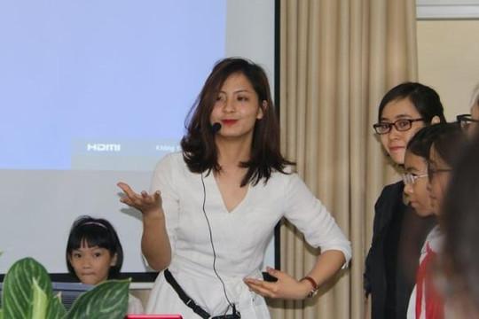Cô giáo trẻ đẹp dạy học sinh Hà Nội chống xâm hại tình dục