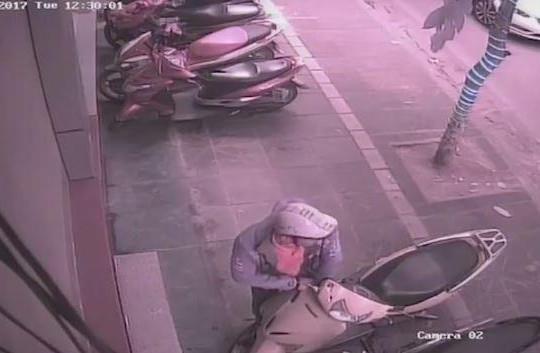Trộm cục IC xe máy nhanh như chớp ở Hà Nội