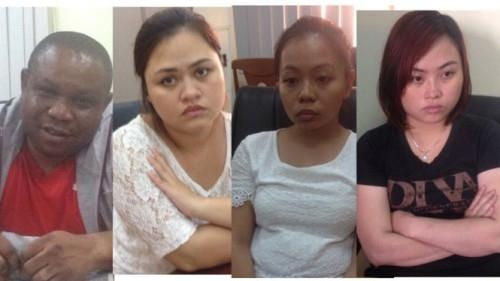 Truy tố nhóm lừa tiền phụ nữ bằng… 'thùng quà'