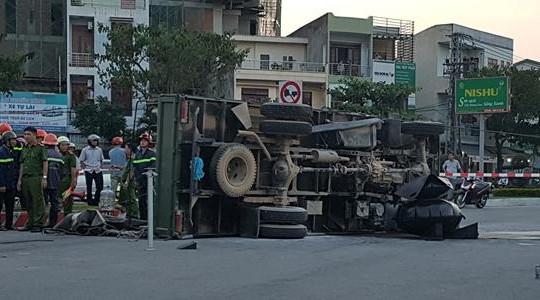 Đà Nẵng: Xe cảnh sát PCCC gặp tai nạn, hai người bị thương