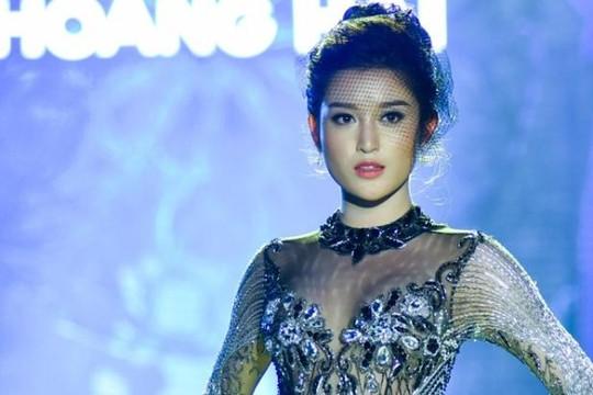 Chiếc váy của Á hậu Huyền My được đấu giá 6,5 nghìn USD