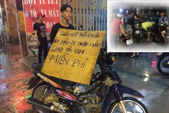 Cảm phục 3 anh em sửa xe ngập nước mưa chết máy miễn phí ở Sài Gòn