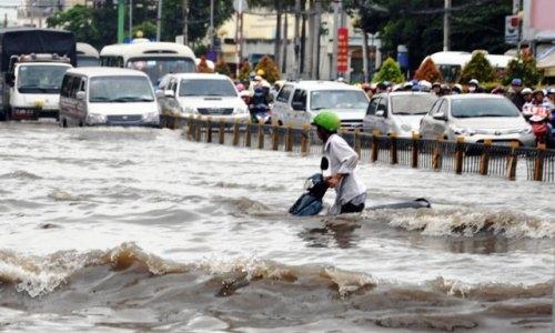 TP.HCM: Hệ thống thoát nước bị lấn chiếm, chống hoài vẫn… ngập