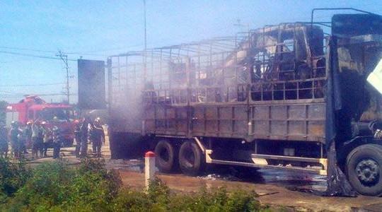 Quảng Nam: Xe tải bốc cháy trên quốc lộ 1A