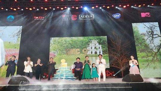 Khán giả Hà Nội cuồng nhiệt cùng đêm nhạc 'Vũ hội mùa Đông'