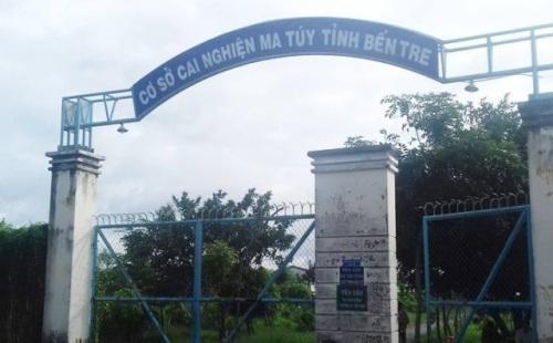 Bến Tre: 50 học viên cai nghiện ma túy đạp cổng rào, trốn trại