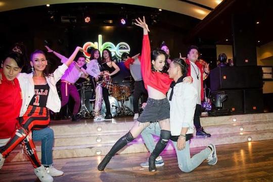 Angela Phương Trinh khoe vũ đạo nóng bỏng trong phim ca nhạc đình đám từ Mỹ