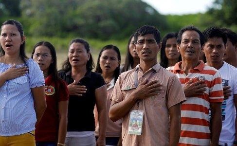 Hát quốc ca 'không khí thế', công dân Philippines sẽ bị kết án tù