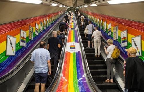 London khai tử cụm từ 'quý bà và quý ông' vì LGBT