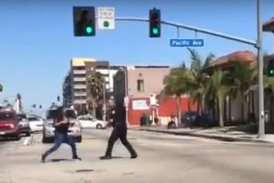 Nữ quái đòi đánh nhau với cảnh sát Mỹ và cái kết đắng